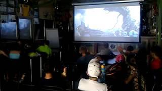 Ученики 4 отряда смотрят видео о спецэффектов.