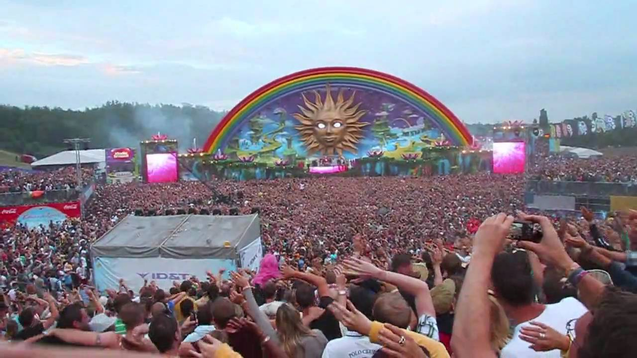 Tomorrowland Has The World S Best Crowd Youtube