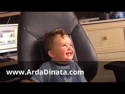 3 Aksi Bayi Pintar, Lucu dan Menggemaskan