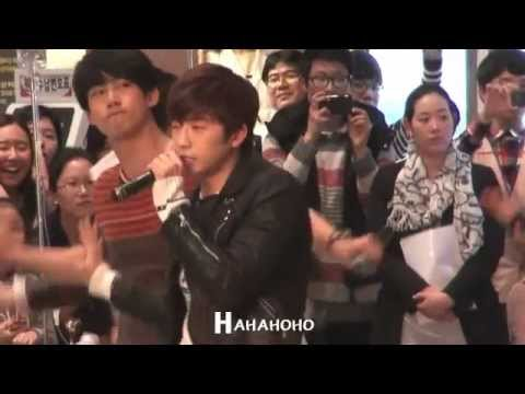 [FANCAM] 111227 Charity concert at Samsung Medical Center - Hands up [Wooyoung]-1