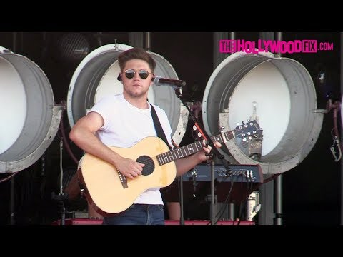 Niall Horan From One Direction Sound Checks Before His Performance On Jimmy Kimmel Live!