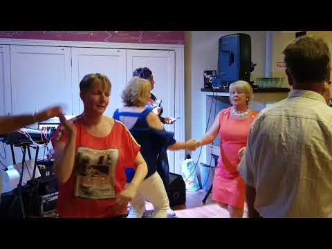 Ellen Tinnelly singing Old Man Trouble in the Hunterstown Inn - 18th July 2019