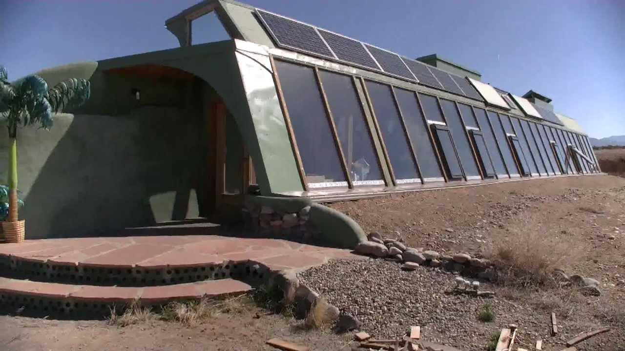 maison autonome visite de l 39 int rieur d 39 un earthship moderne youtube. Black Bedroom Furniture Sets. Home Design Ideas