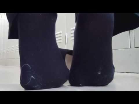 【更衣室】黒タイツ 踵踏み/かかと潰し
