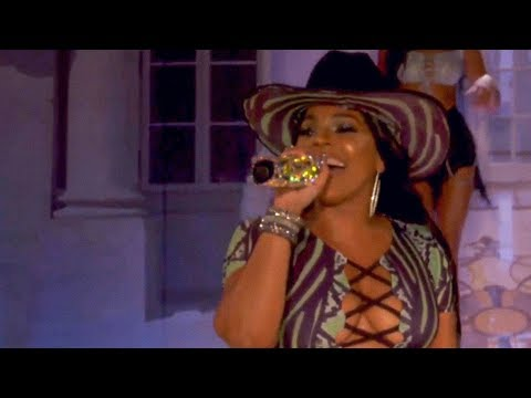 Ashanti Performs Medley At Pretty Little Thing x Saweetie NYFW Show!