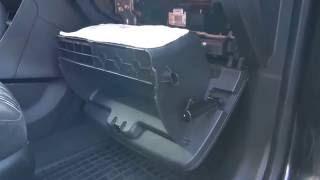 Jak wymienić kabinowy filtr powietrza klimatyzacji OPEL Mokka
