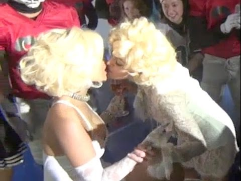 Madonna and Nicki Minaj kiss (Birthday Nicki) behind of Give Me All Your Luvin'
