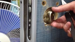 Замена цилиндра с шестеренкой(Как поменять цилиндр (личинку) mul-t-lock (мультилок) в металлической двери., 2012-05-28T07:16:18.000Z)