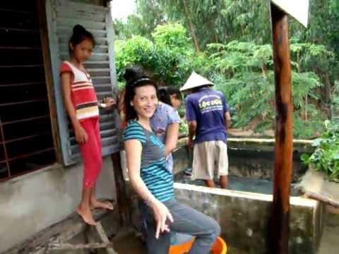 Bac Gau Den Va Hai Chu Tho - YouTube