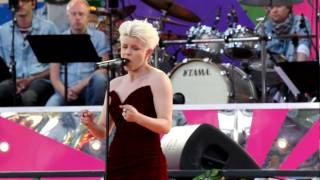 Download Robyn - Dancing on my own MP3 song and Music Video