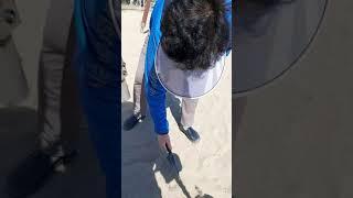 해변에 금속탐지기