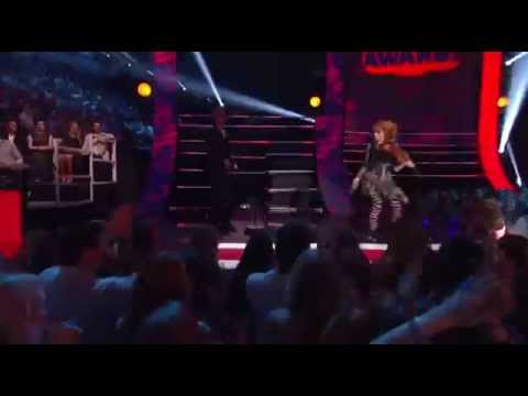 Lindsey Stirling at the 2014 CMT Music Awards Roundtable Rival