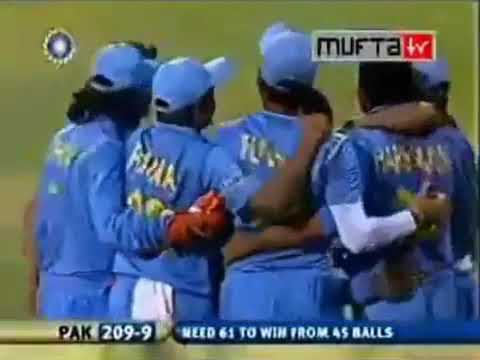 Rahul Dravid brilliantly runs out Inzamam-Ul-Haq in 2006
