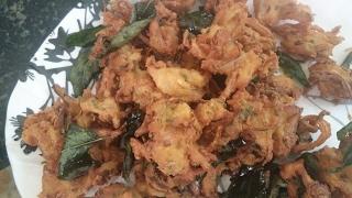 ಪಕೋಡ/quick onion pakoda/ erulli  pakoda in kannada ,/ onion bajji/ how to make pakada
