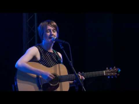 The Karine Polwart Band.The Sun's Comin' Over The Hill