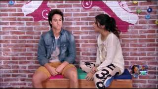 Simon y Daniela se besan y Luna los ve