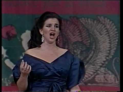Maria callas casta diva ah bello a me ritorna k pop lyrics song - Canta casta diva ...