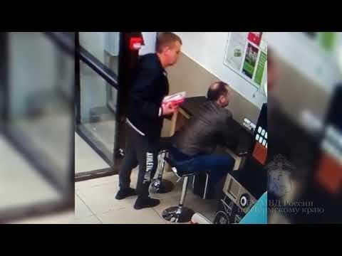 В Перми вор украл телефон у спящего в магазине мужчины