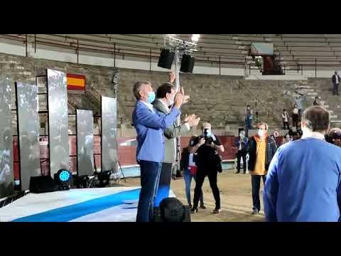 Casado y Rajoy arropan a Feijóo en la plaza de toros de Pontevedra