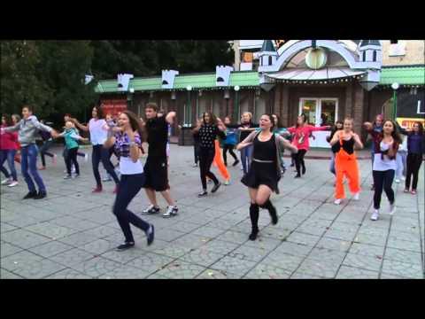 Флешмоб в Истре от студии танца Шаг вперед