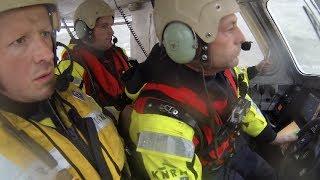 KNRM stormoefening reddingboot Valentijn met motorproblemen Katwijk aan zee 6 december 2013
