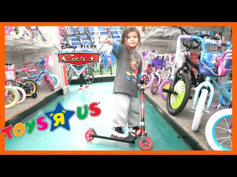 """Disney Pixar Cars Lightning McQueen SCOOTER SHOPPING Trip at TOYS """"R"""" US"""