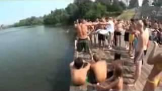прикольные прыжки в воду