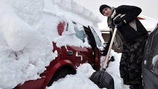 Как очистить машину от снега? Народные способы(Если засыпало снегом очищайте машину полностью! Не оставляйте шапку сверху, чтобы не завалило лобовое стек..., 2016-11-13T16:00:04.000Z)