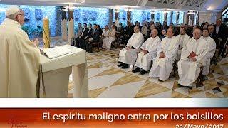 El espíritu maligno entra por los bolsillos: El Papa Francisco en Casa Santa Martha HD (23/05/2017)
