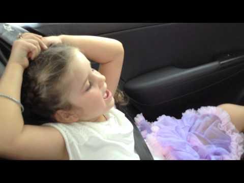 Trilingual: English 4 year girl jokes in fluent Mandarin Chinese