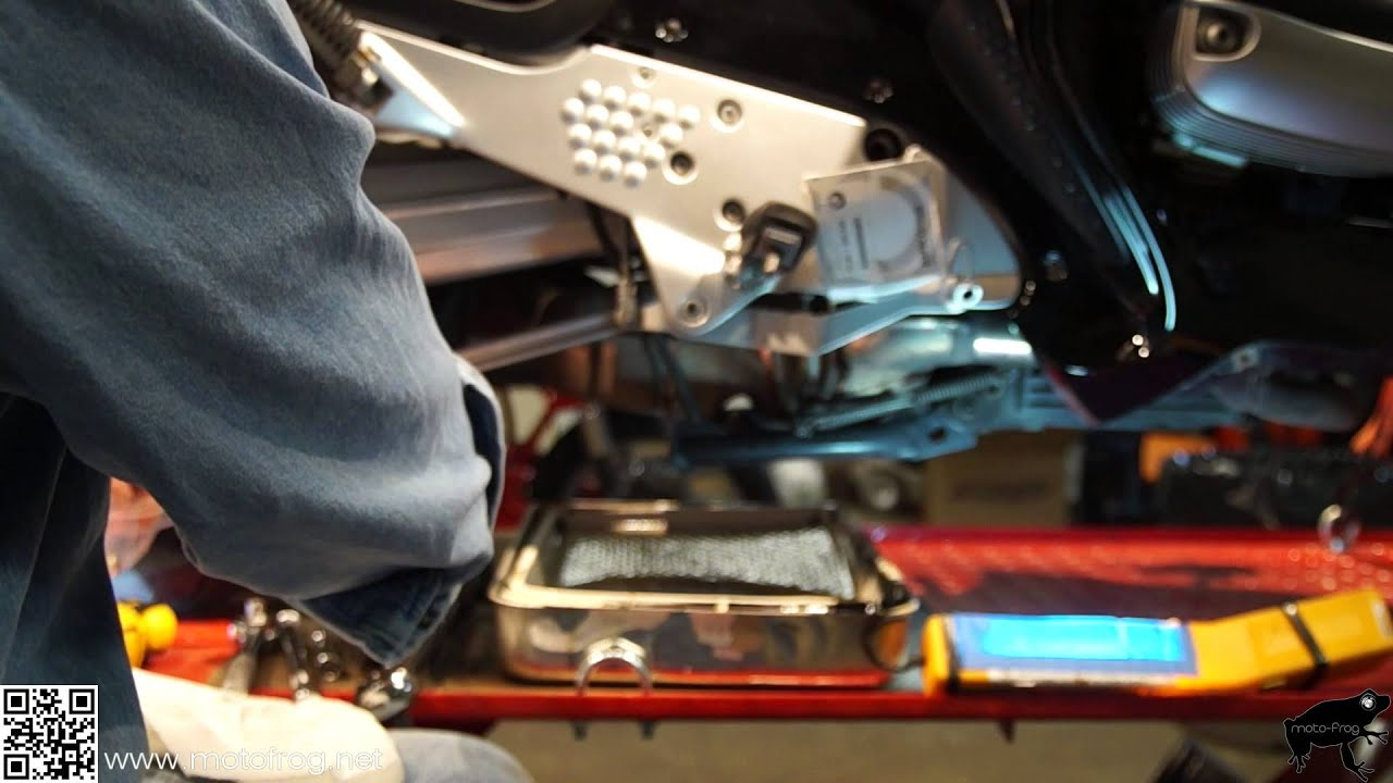 BMW R1100RT Engine oil change - YouTube