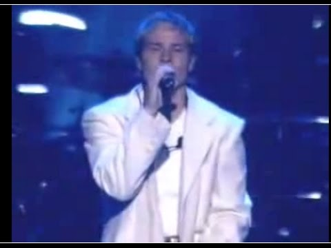 backstreet-boys---what-make-you-different-makes-you-beautiful-(live-in-black&blue2011)