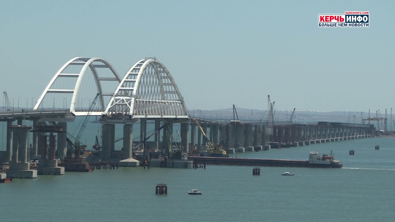 Вид на Крымский мост из Керчи
