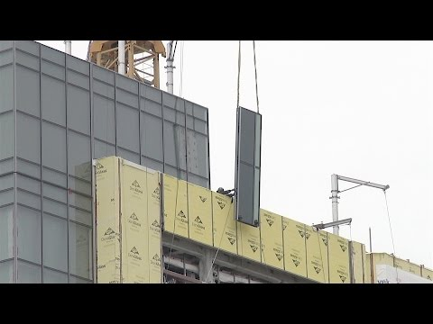 "Curtain wall glass installation on a somewhat windy day: ""raw"" construction footage from Week 143"
