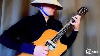 Парень играет на гитаре Транс