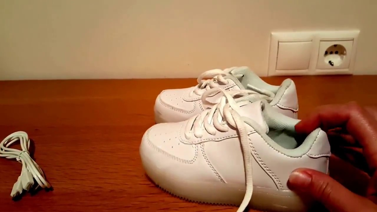 Heelys - кроссовки на колесиках! - YouTube