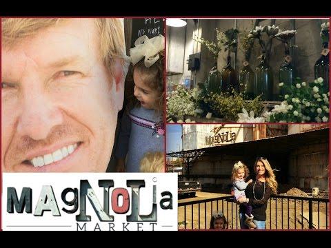 CHRISTMAS at HGTV | FIXER UPPER MAGNOLIA | CHIP & JOANNA - YouTube