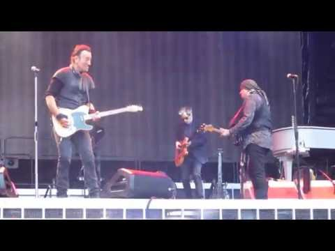 Bruce Springsteen - Lost In The Flood, Live in Dublin 2016[HD] mp3