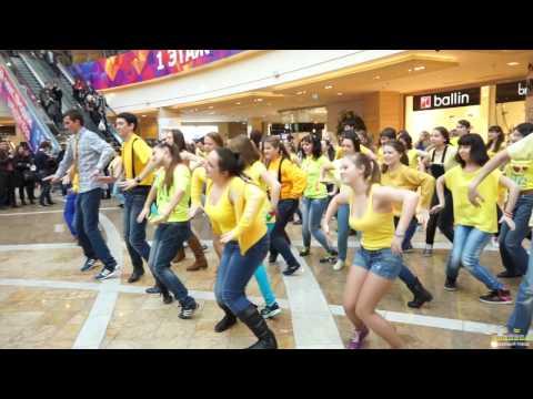 Танцевальный флешмоб Миньонов Танцующего города