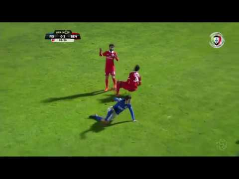 Expulsão: Briseño (Feirense - Benfica)