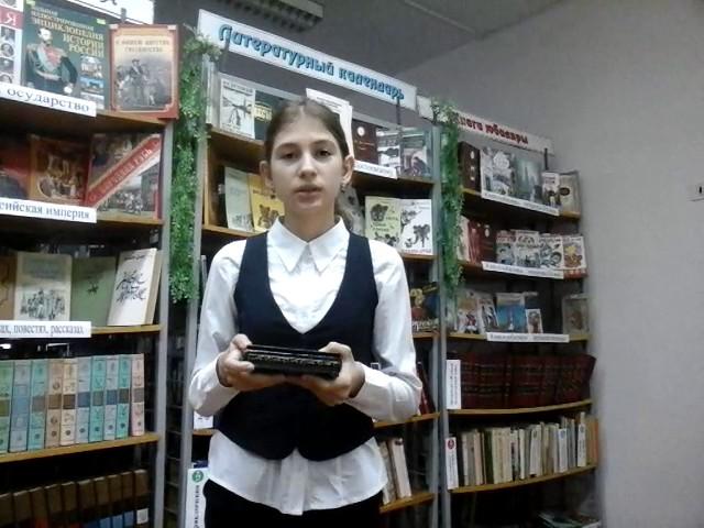 Изображение предпросмотра прочтения – ЕлизаветаЕвдокимова читает произведение «Ларчик» И.А.Крылова