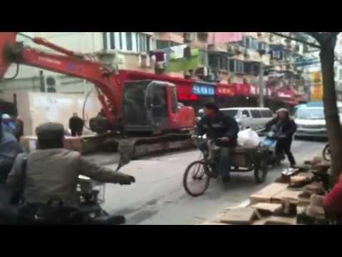Busy Shanghai Street Scene!
