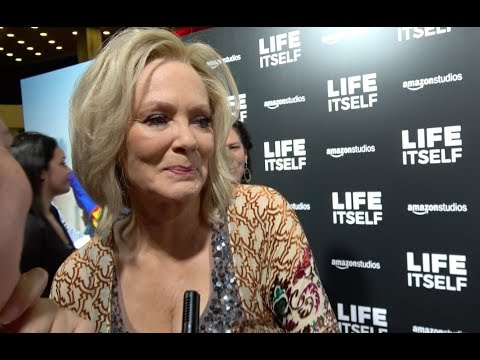 🍭 Jean Smart gets emotional when talking about Life Itself