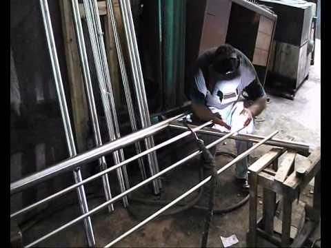 Fabricacion de barandas en acero inoxidables cordova wmv for Barandas de acero