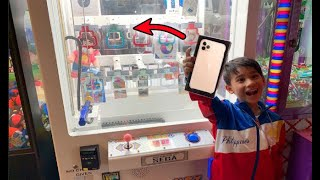 8 Year-old Kid Wins iPhone 11 Pro from Key Master Arcade!