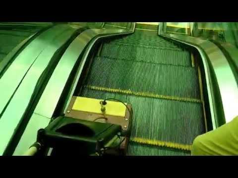 ROOTS : Wizzard W34P - Escalator cleaning machine Demo HD