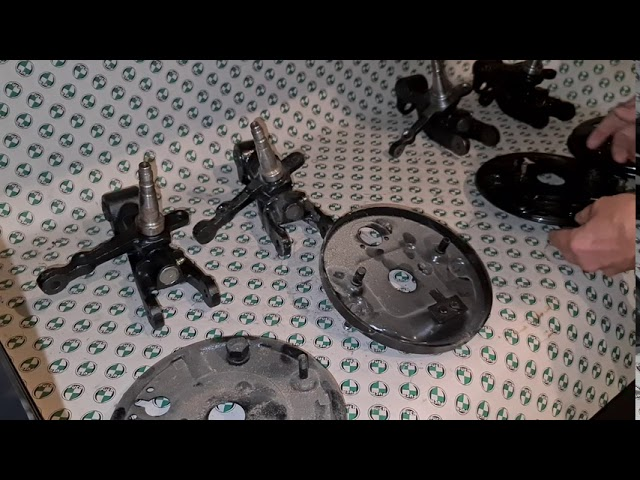 Achsschenkel und Bremsträgerplatten Puch 500 / 650 / 700 / Puch 500 S kurz erklärt