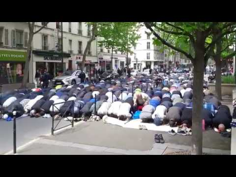 Presidential Elections France 2017 | Hundreds Of Muslims Pray In The Streets Of Clichy