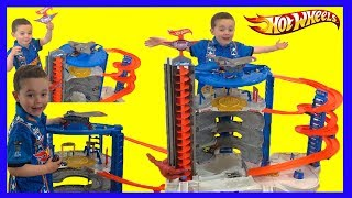 Biggest Ever HOT WHEELS Super Ultimate Garage Playset - Toy Test Review for Kids