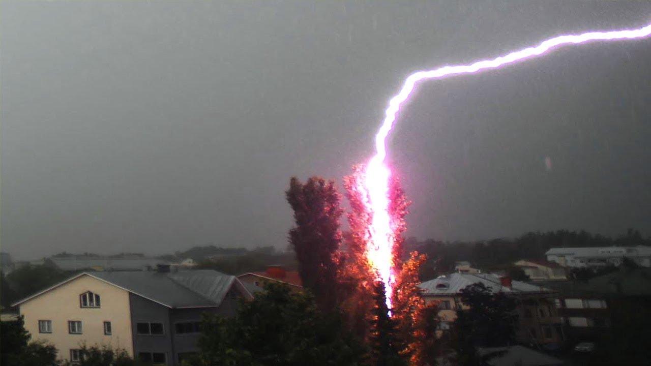 Мощные удары молний